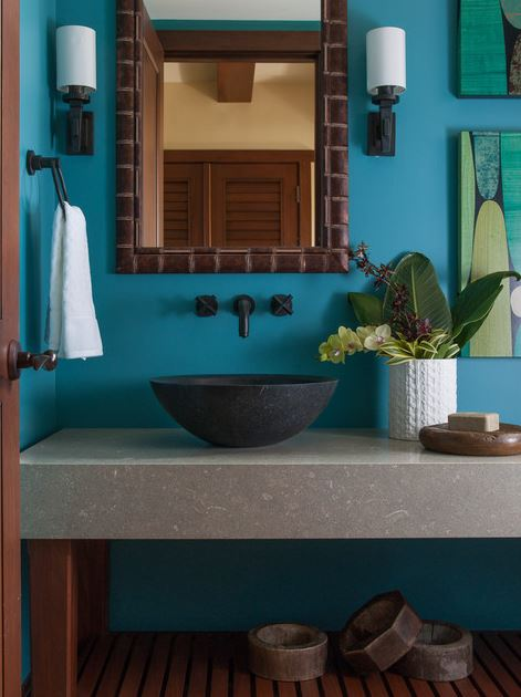 R nover sa salle de bain aux couleurs du bleu sarcelle for Caribbean bathroom design ideas
