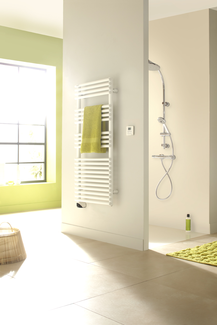 radiateur s che serviette ou design que choisir pour la salle de bain. Black Bedroom Furniture Sets. Home Design Ideas