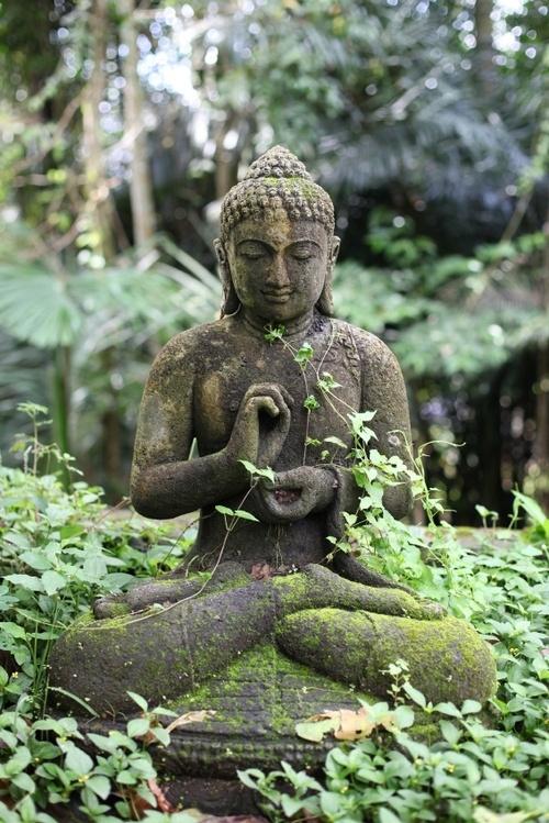 Une statue bouddha pour son jardin for Bouddha jardin zen