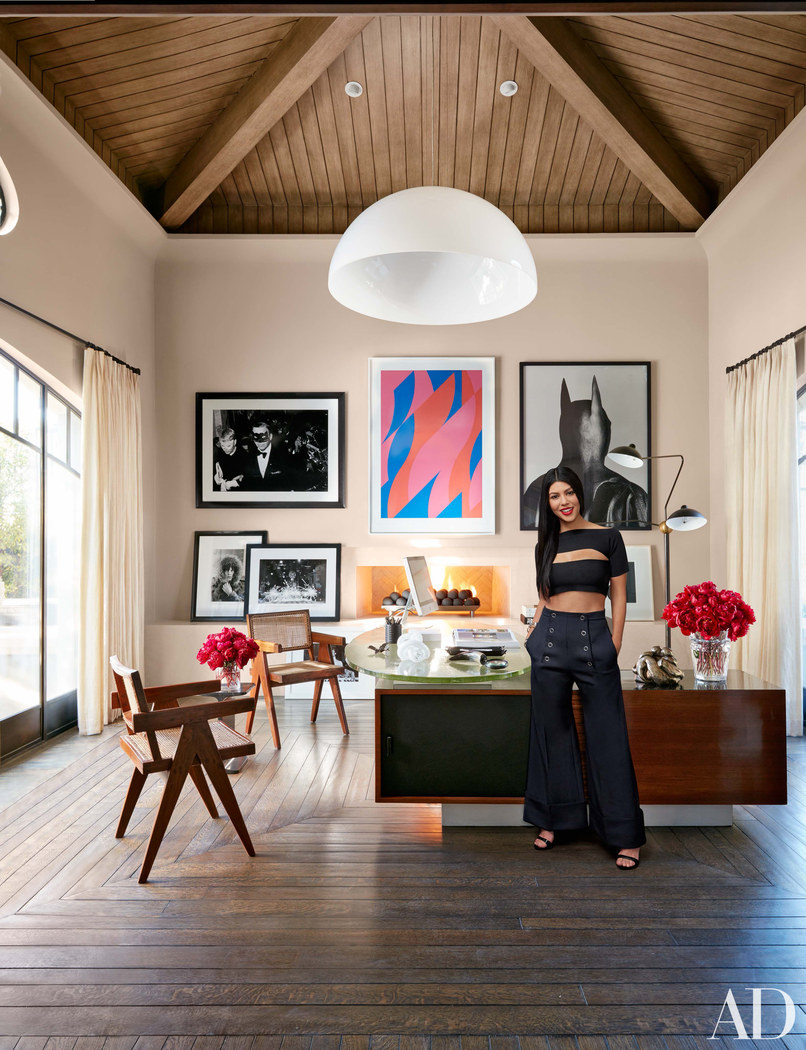 visite priv e la maison de kourtney kardashian calbasas en appart. Black Bedroom Furniture Sets. Home Design Ideas