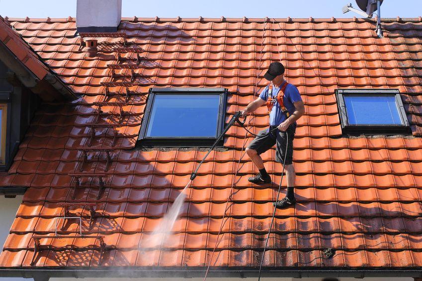 Comment bien entretenir le toit d 39 une maison en appart - Comment monter des tuiles sur un toit ...