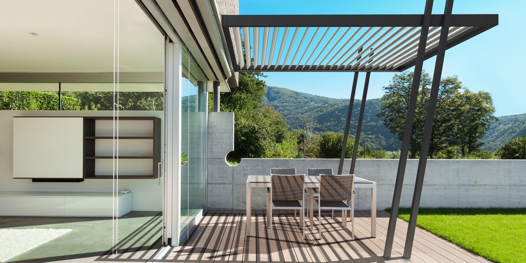 une pergola bioclimatique id ale pour toutes les saisons en appart. Black Bedroom Furniture Sets. Home Design Ideas